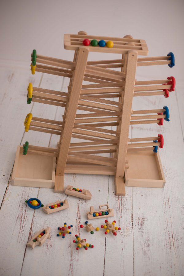 Drewniany kulodrom dla dzieci